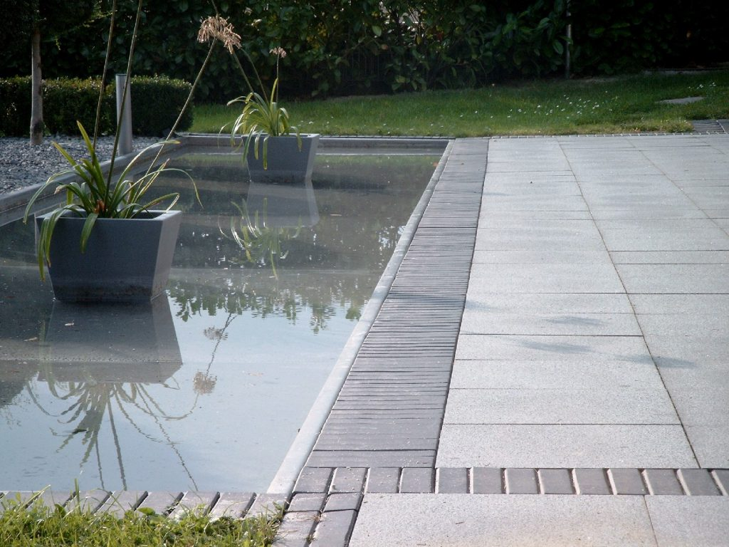 Wasserbecken Hausgarten Delecke
