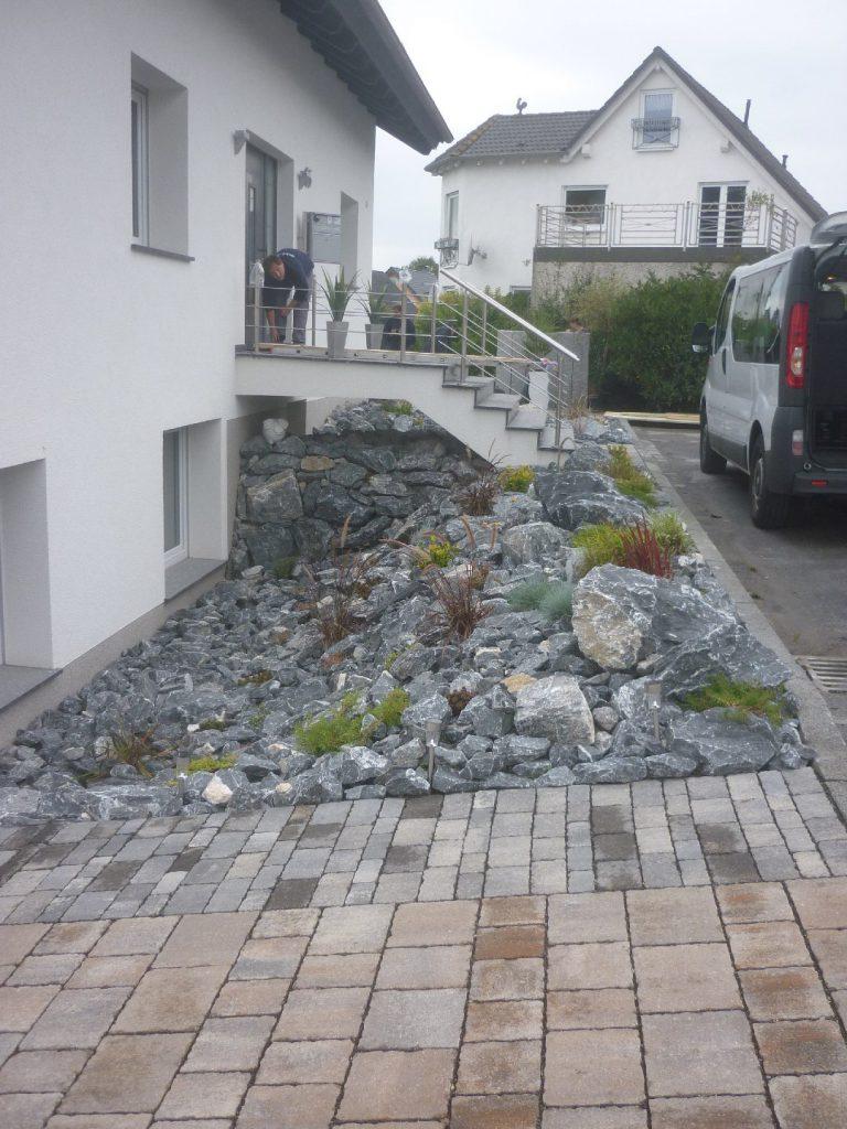 Kalksteine zum Abfangen von Böschungen