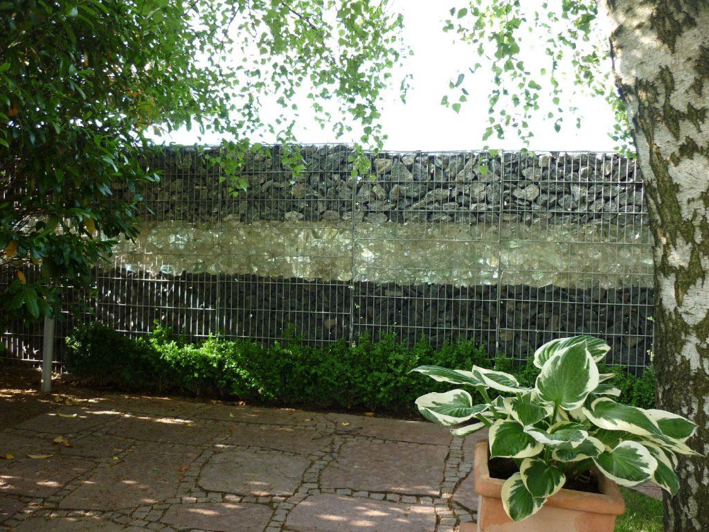 Hausgarten Sichtschutz, Gabionen gefüllt mit unterschiedlichen Materialien, Delecke